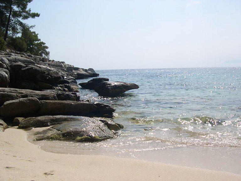 2kekesbeachgr_room-beach_16
